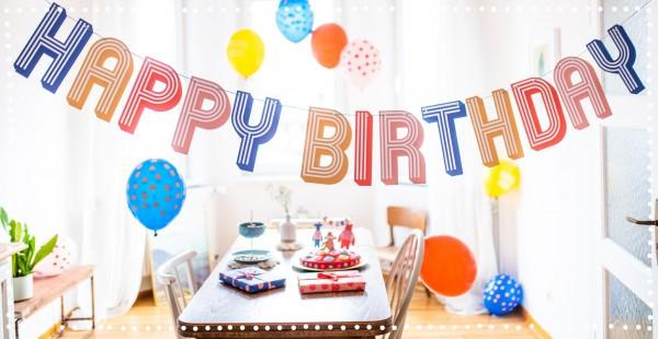 """Girlande im Streifenmuster mit Text """"Happy Birthday"""""""